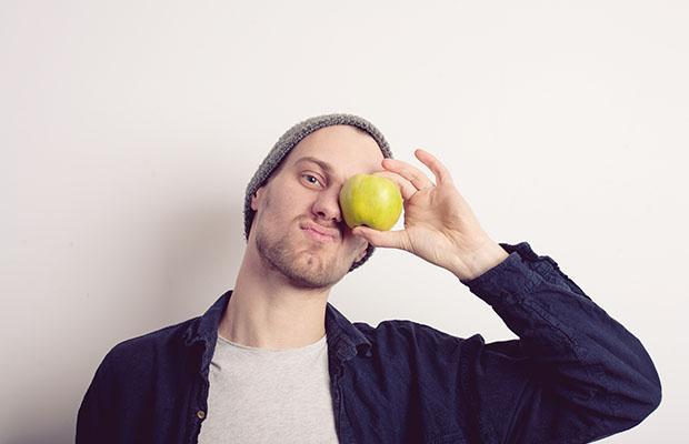 student eating apple